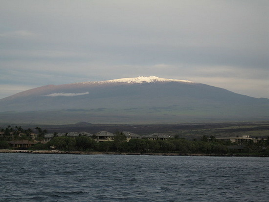 800px-Mauna_Kea_from_the_ocean.jpg